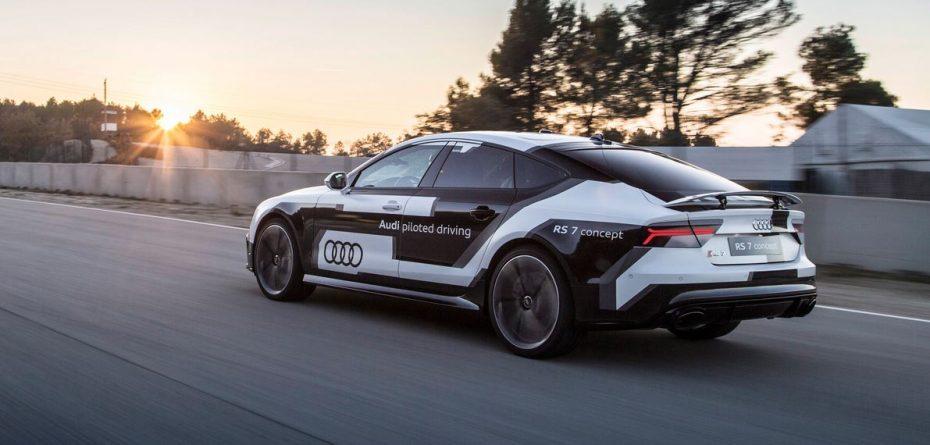 Futbolistas VS. coches autónomos: El nuevo spot de Audi para enseñarnos su RS7 piloted driving