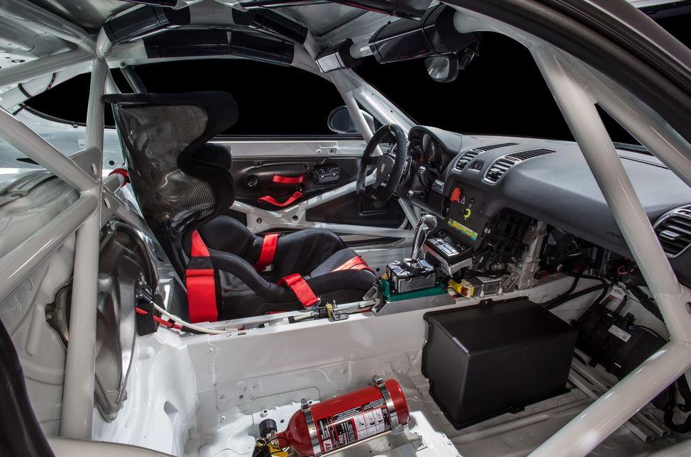 Porsche GT4 Clubsport 10