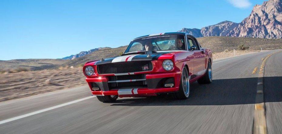 Un Mustang de 1965 actualizado salvajemente a 2015
