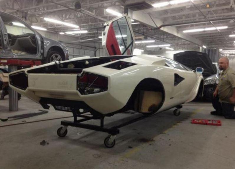 La restauración de una unidad del mítico Lamborghini Countach documentada paso a paso: ¡Maldito dinero!