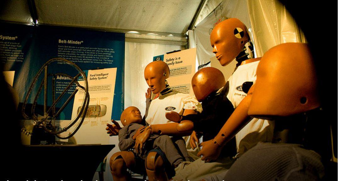 Desde cadáveres y personas vivas hasta maniquíes: Esta es la historia de los crash test dummies