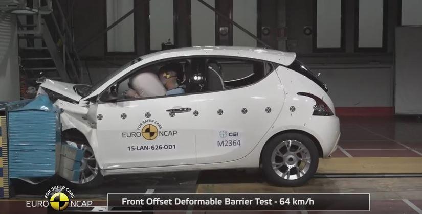 El Lancia Ypsilon la lía en las pruebas de choque Euro NCAP: ¡¡Fuego!!