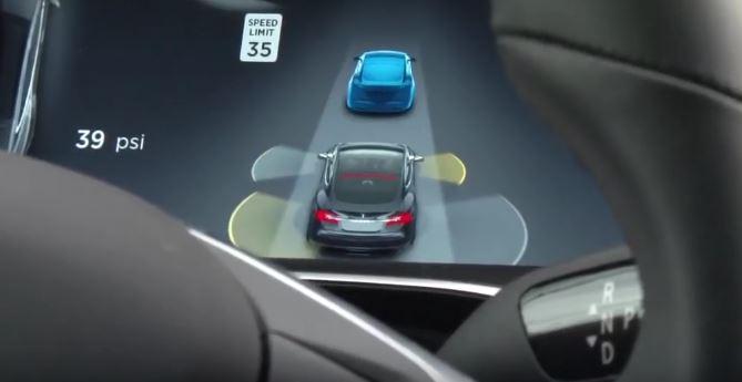 La estupidez del ser humano hace recular a Tesla: Adiós al Autopilot…