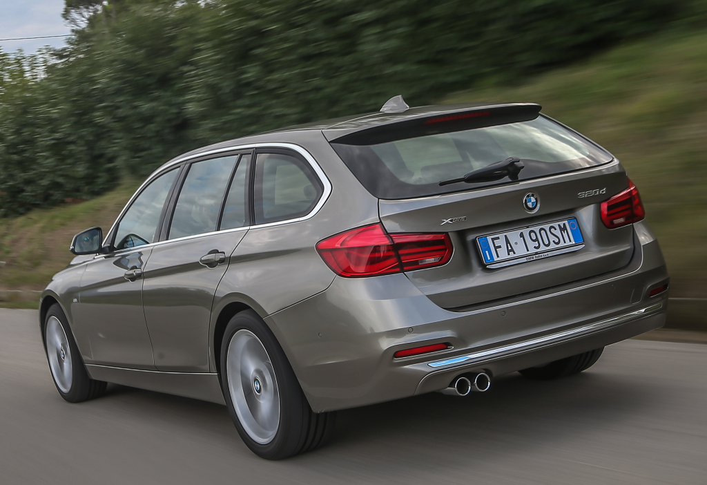 bmw_320d_xdrive_touring_luxury_line_1