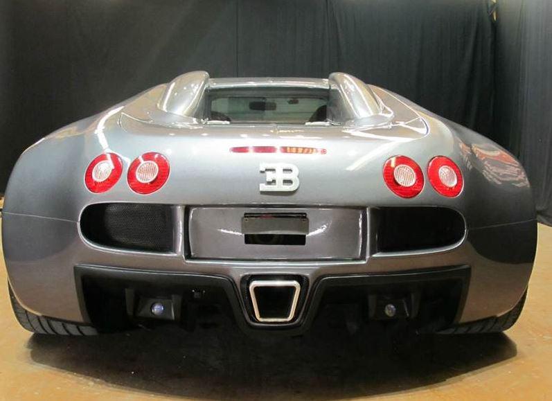 Alguien se ha gastado 73.338 euros en esta réplica de Bugatti Veyron… ¿no es de locos?