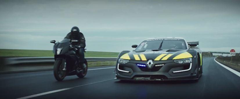 """El Renault Sport R.S. 01 y su V6 3.8L biturbo procedente del Nissan GT-R se disfraza """"coche de policía"""""""