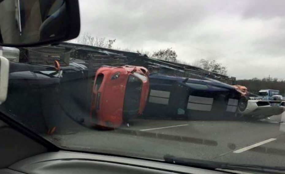 La aseguradora de este camión no estará de muy buen humor: Ojo a la carga…