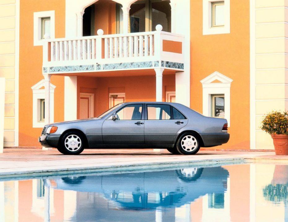 25 años de Mercedes-Benz Clase S: La lujosa berlina que sentó las bases de la conducción autónoma