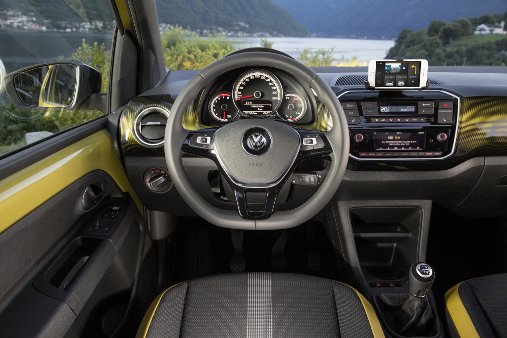 volkswagen_up_3-door_36