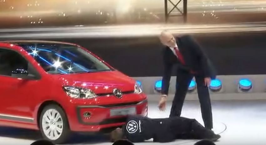 Ojo a la historia del espontáneo que ha boicoteado la presentación de Volkswagen… Seguro que a la marca no le ha hecho gracia…