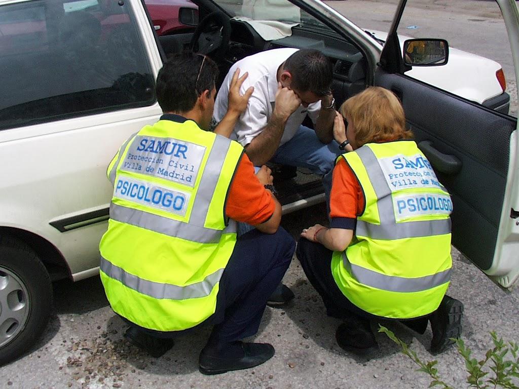 Alertar a los servicios de emergencia es el segundo paso en caso de accidente de tráfico