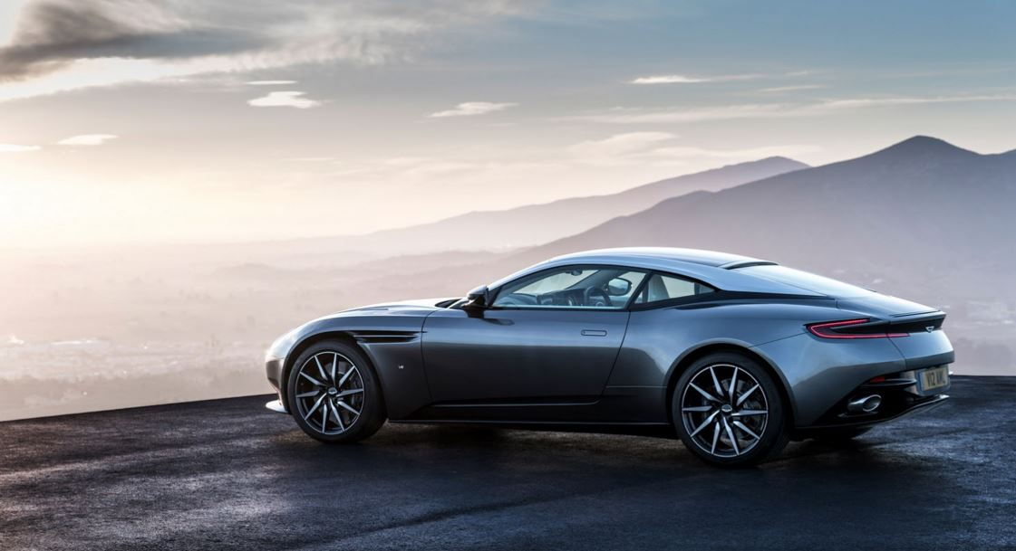 Aston Martin DB11 38