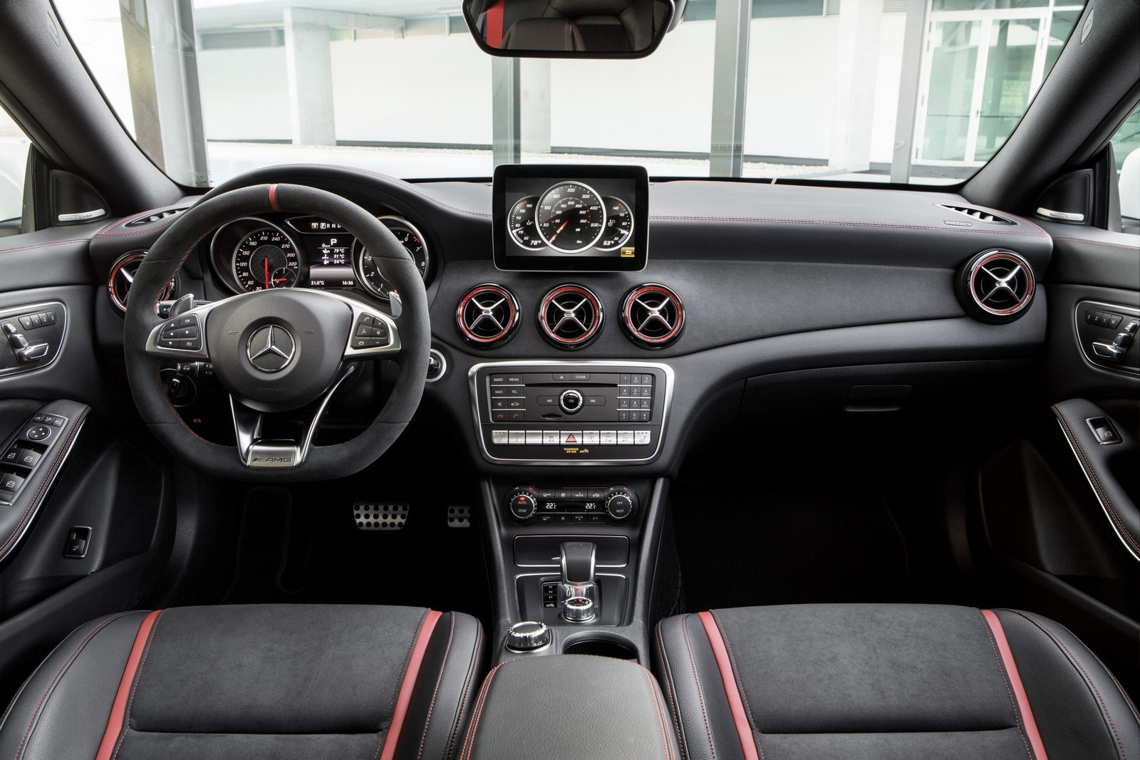 Mercedes-AMG CLA 45 4MATIC 2016 (7)