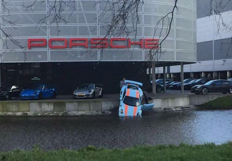 Dejar tu Porsche 911 GT3 RS en el servicio oficial y que le pase esto…