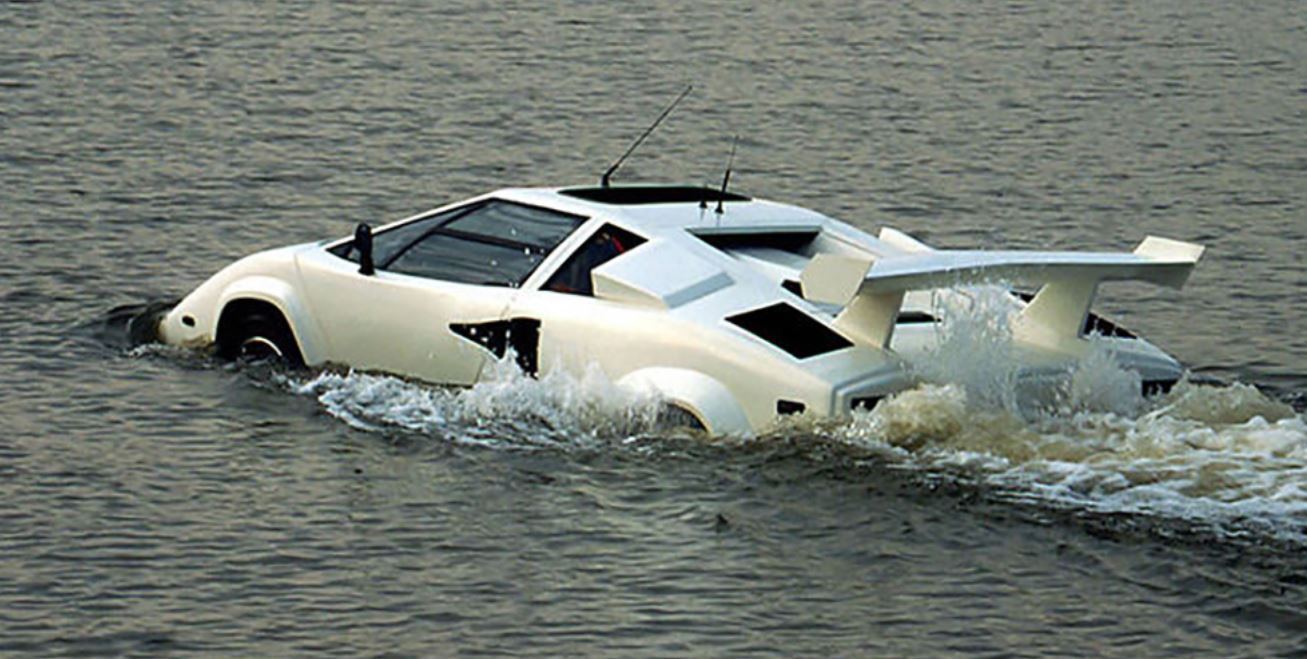 Si no te gusta el Lotus submarino de 007, échale un ojo a este Lamborghini Countach anfibio