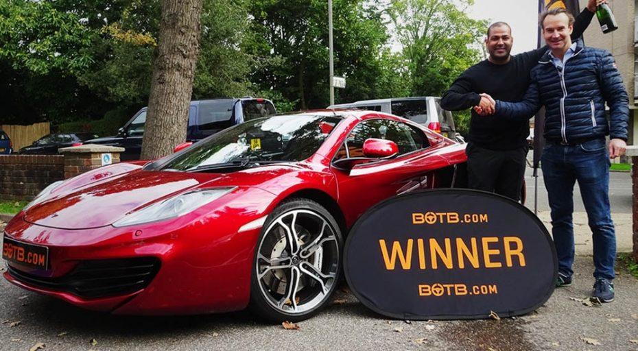 """La lotería más curiosa: ¿Y si ganar el coche de tus sueños fuera tan sencillo como """"jugar a la pelota""""?"""