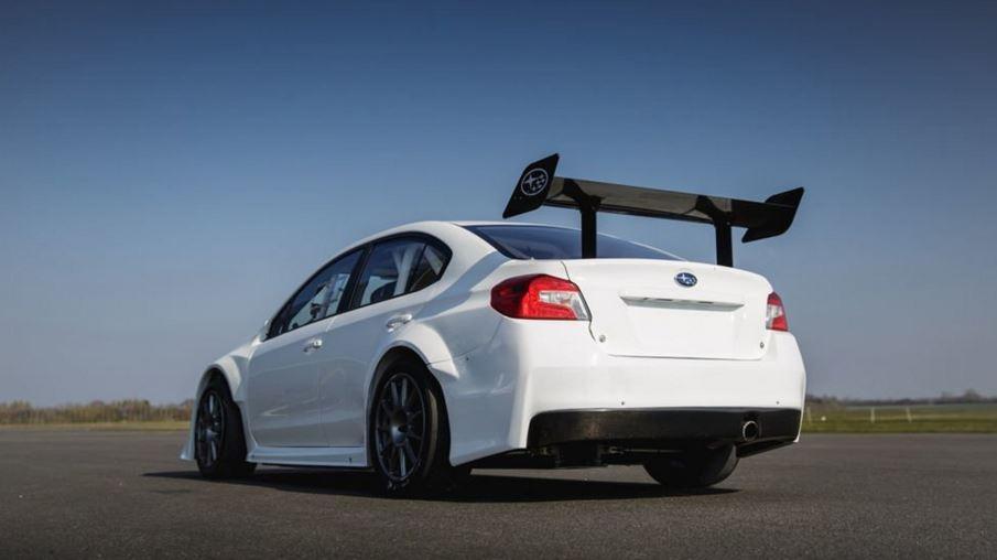 Este Subaru WRX STI busca bajar de los 19 minutos en la vuelta en la Isla de Man TT Course Road
