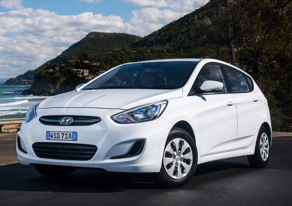 hyundai_accent_5-door_14