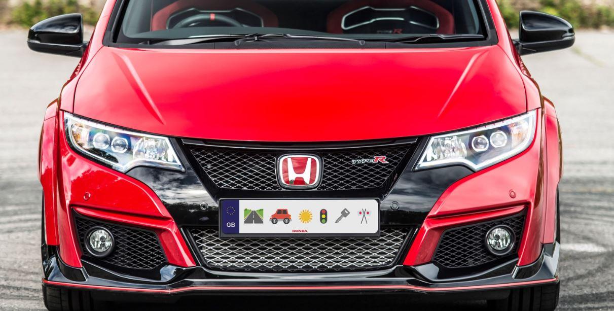 ¿Placas de matrícula con emoticonos?: La broma de Honda molaría que se convirtiese en realidad