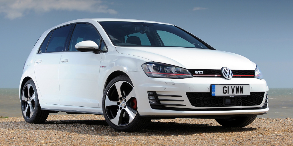 volkswagen_golf_gti_5-door_uk-spec_10