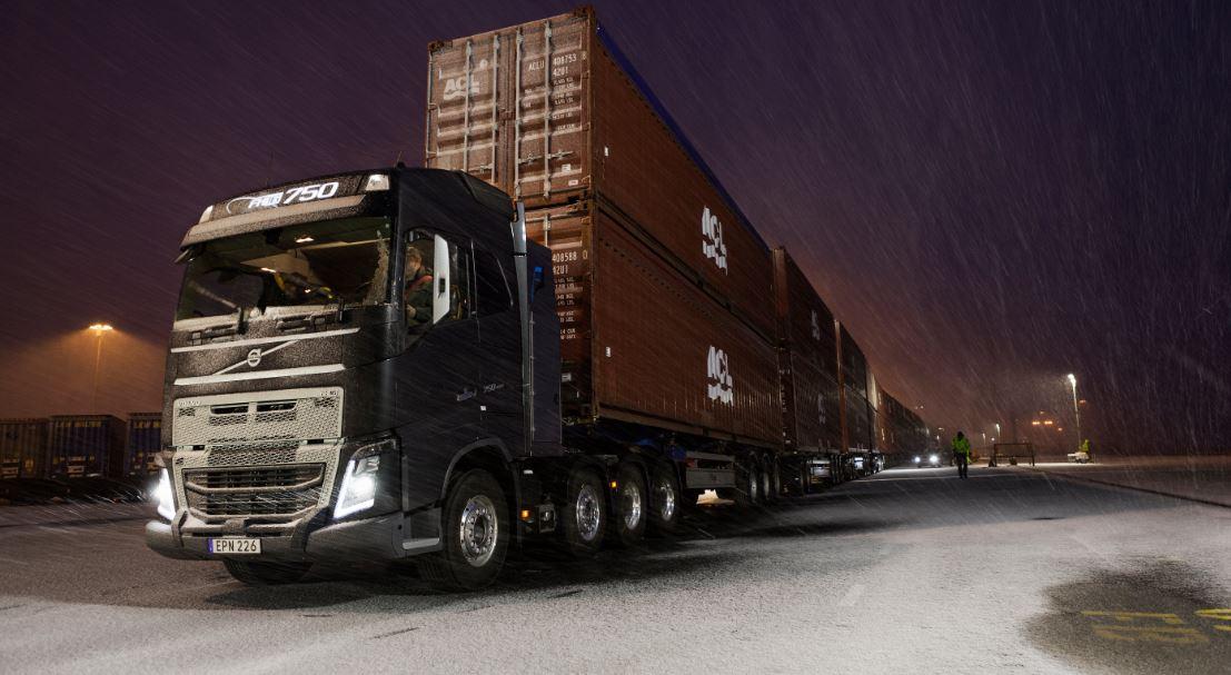 ¿Te imaginas un megacamión de 300 metros y 750 toneladas?, pues Volvo lo ha logrado mover…