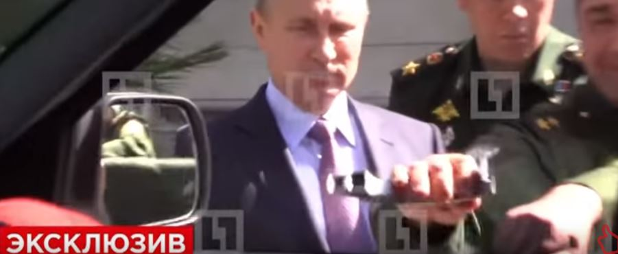 """¡A reír!: Demostrando la """"cuestionable"""" calidad de un vehículo Made in Rusia…"""