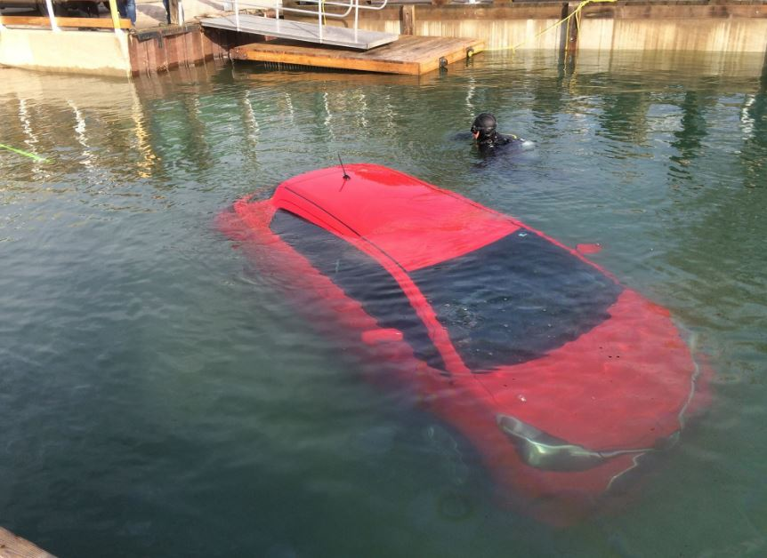 ¿Acabar en el fondo de un lago por hacerle caso a un GPS?, ¿¡De verdad hay gente así?!