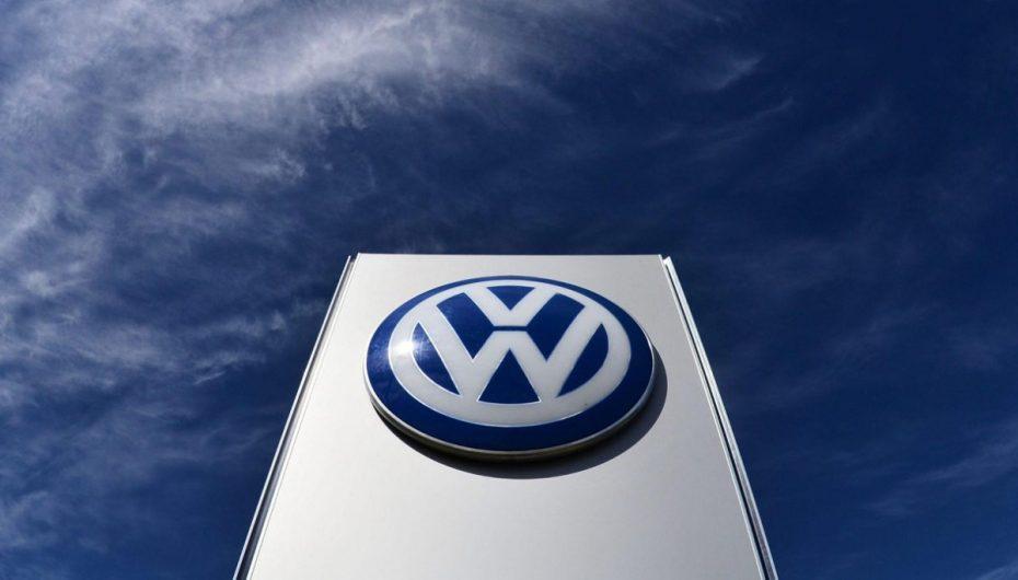 Volkswagen otra vez en problemas: Dos de sus directivos, acusados de manipular el mercado