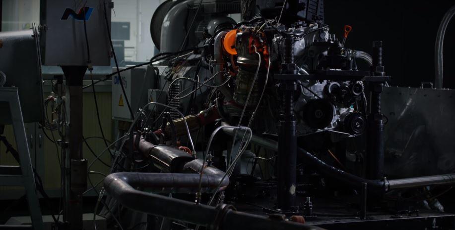 """El 2.0 turbo coreano que competirá con el León Cupra y el Mégane RS está al """"rojo vivo""""…"""