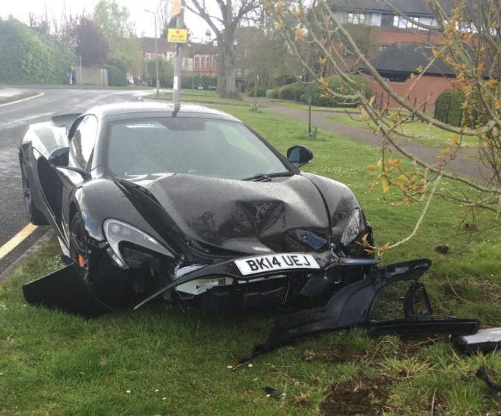 Nuevo récord: Destroza un coche de más de 200.000 euros 10 minutos después de comprarlo…