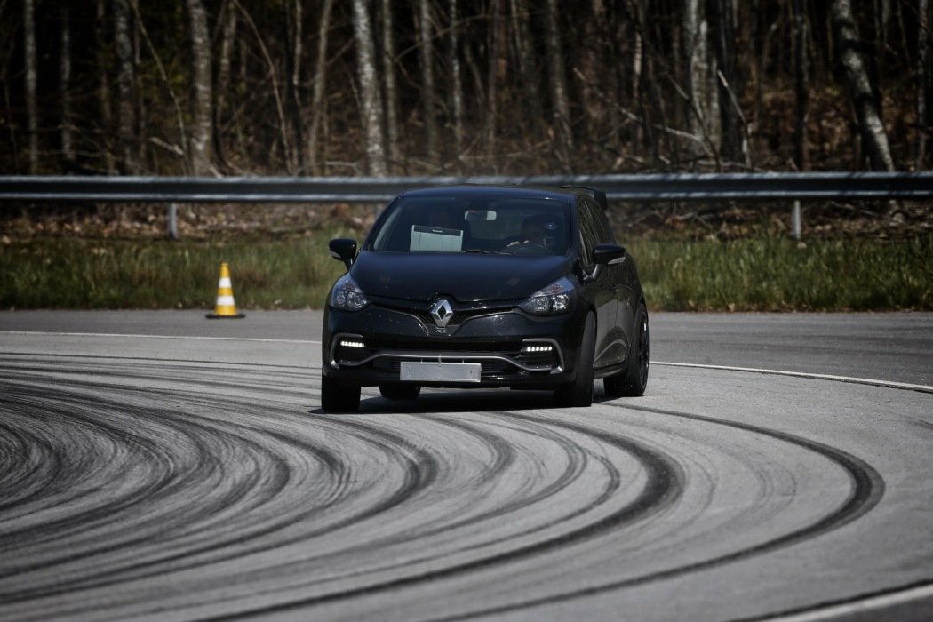 renault-clio-rs-16-9