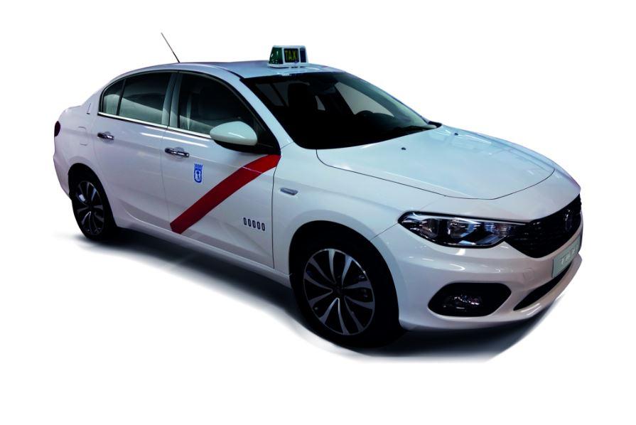 El Fiat Tipo se cuelga el taxímetro: Nueva homologación para los taxistas de Madrid