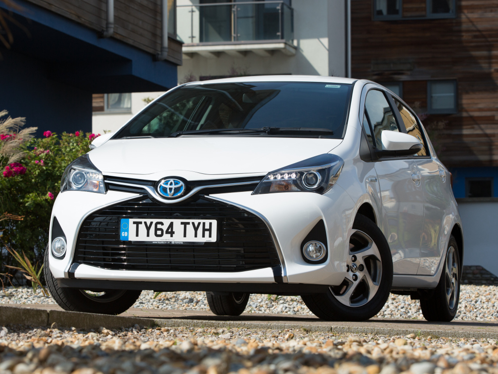 toyota_yaris_hybrid_uk-spec_4
