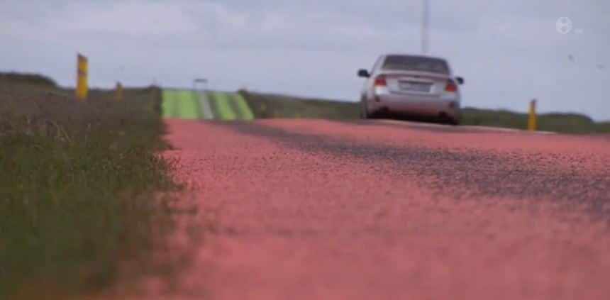 ¿Carreteras de colores?: Sí, atento porque podría evitar los atropellos de animales…