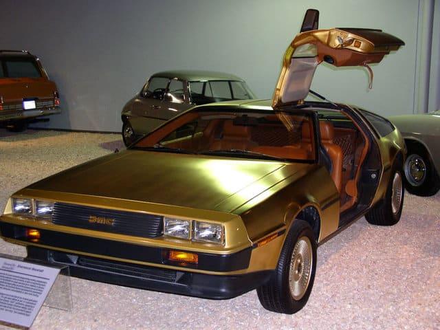 DeLorean bañado en oro