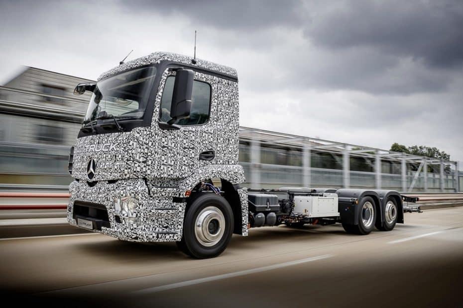 Mercedes-Benz Urban eTruck: 200 km de autonomía para el transporte de mercancías 100% eléctrico