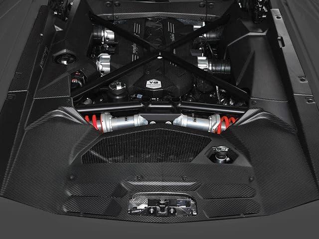 Lamborghini lo tiene claro: Veremos un motor V12 hecho de fibra de carbono y será suyo