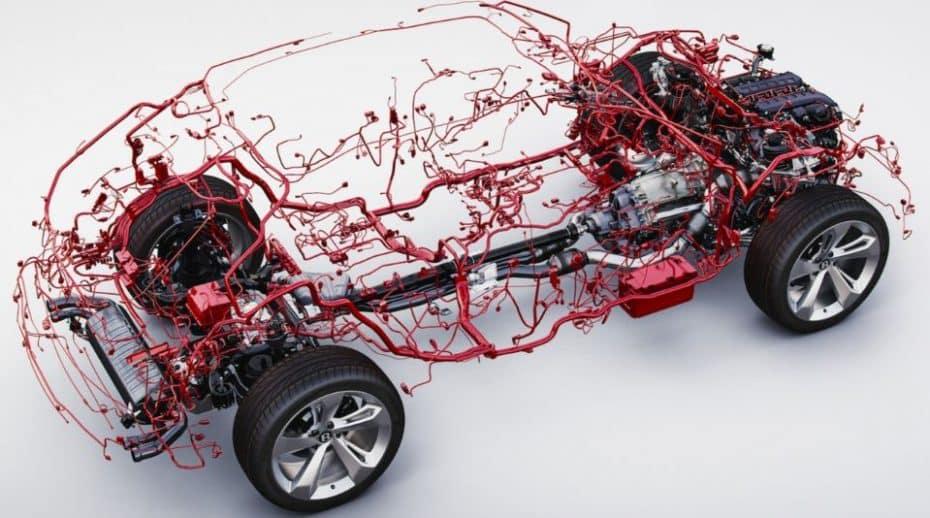 El Bentley Bentayga pesa 3.250 kg y es que… ¡sólo en cableado hay casi 50 kg!
