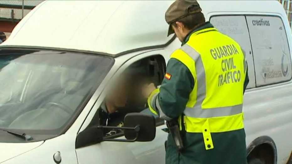 Ahora la Guardia Civil luchará contra los avisos por WhatsApp con controles dinámicos