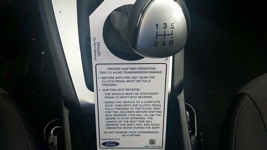 La «brillante» idea de Ford: Instrucciones de cómo usar un cambio manual al comprar tu coche
