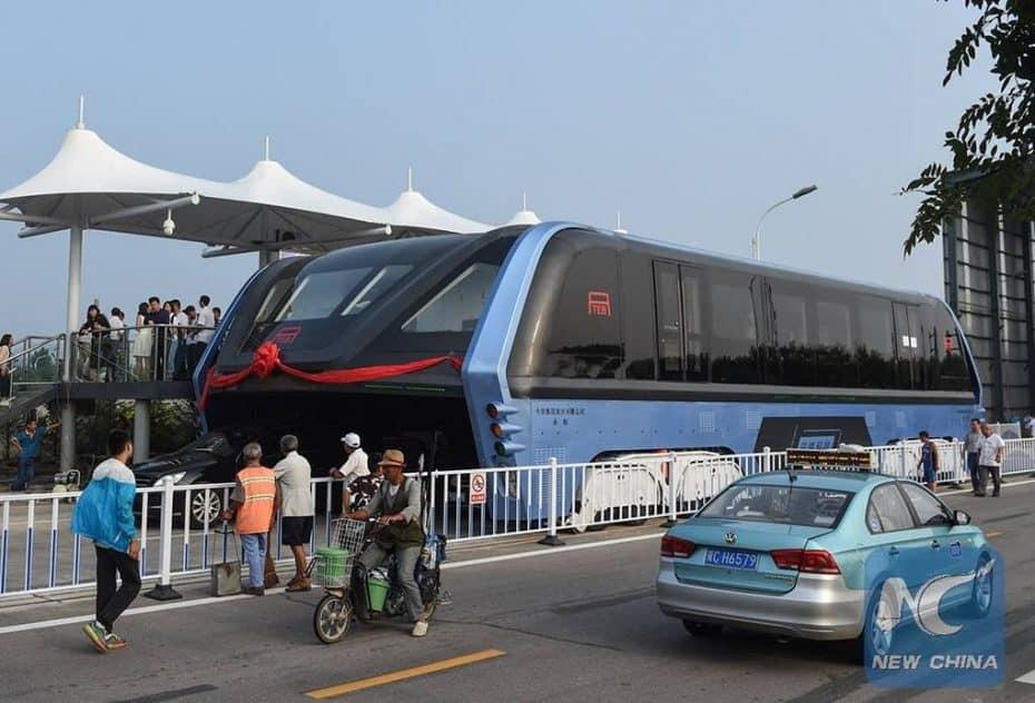 ¿Recuerdas el autobús chino que volaba por encima de los coches? Ni un mes ha durado…