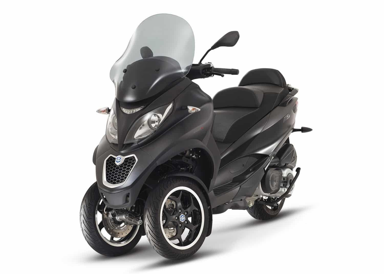 Además, con el carnet de coche puedes conducir motos de tres ruedas