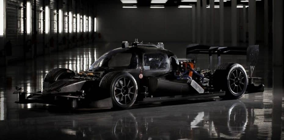 """¿Es """"DevBot"""" el fin de los pilotos?: Un coche 100% autónomo de carreras para la Roborace…"""