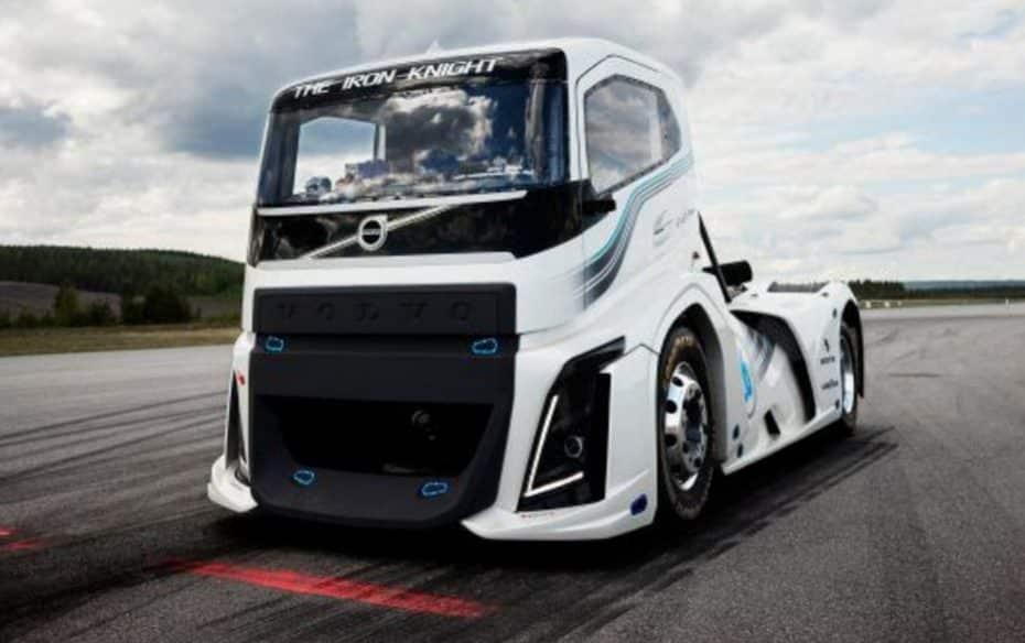 ¡Volvo ya tiene el camión más rápido del planeta!: Un D13 de 2.400 CV y 6.000 Nm de par