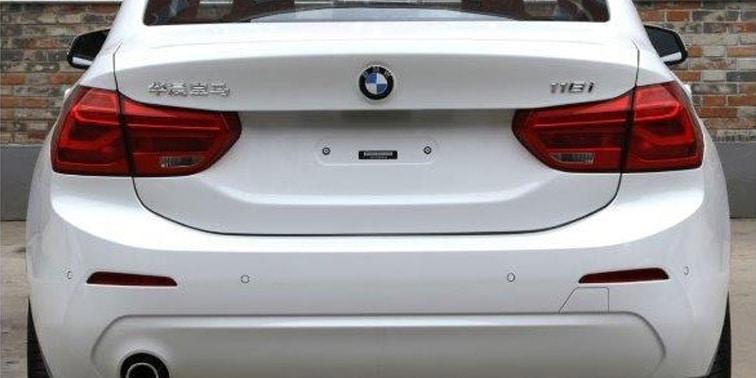 El BMW Serie 1 Sedán nos enseña su trasero: Sólo para China