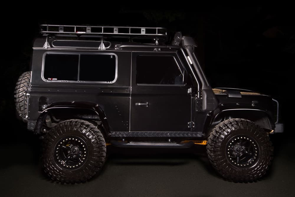 land-rover-defender-spectre-6