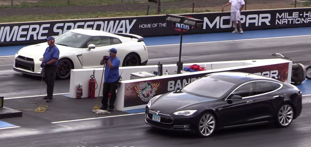 Tesla vs Nissan GT-R