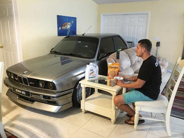 ¿Cómo salvarías tu BMW M3 E30 de un huracán? Esto sí que es un entusiasta de la marca