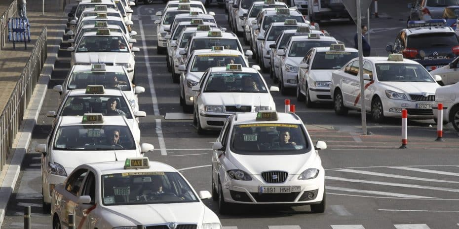 Lucha contra las licencias VTC: Taxistas de toda España colapsarán Madrid el 30 de mayo