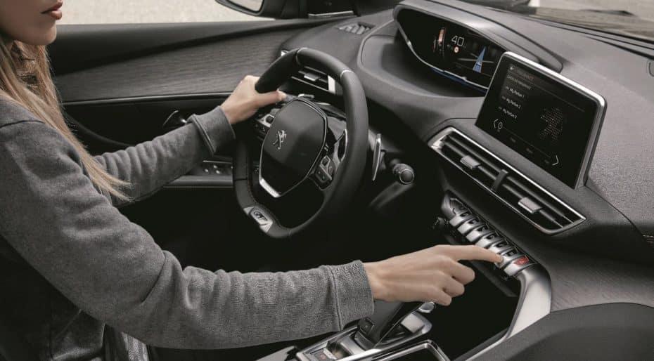 ¿Comprar un coche por su olor?: Peugeot dice que ya basta de pinos colgados en el retrovisor…